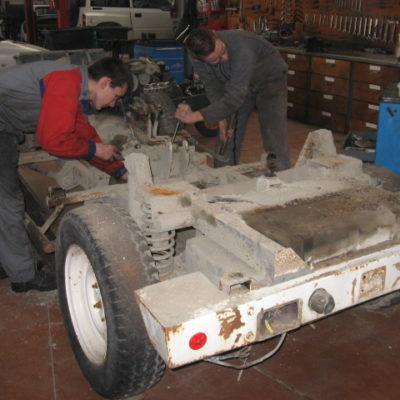 2. Vidange de tous les éléments moteur, boîte à vitesses, boîte transfert, pont AV/AR.  Démontage pour programmer une révision mécanique.