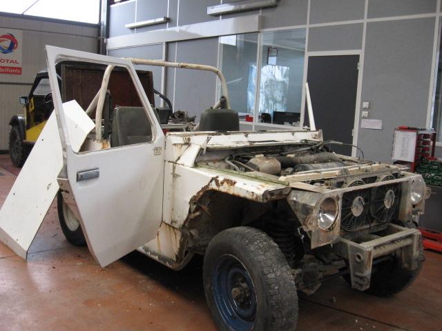 1. Le véhicule rentre aux ateliers pour examen carrosserie hyper corrodée un changement de caisse s'impose.